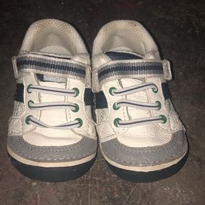 New Boys Stride Rite Shoes (Size 4)